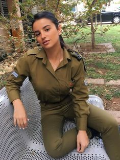 Alluring woman in very military looking uniform. Alluring woman in very military looking uniform. Source by pedroglyph. Female Army Soldier, Israeli Female Soldiers, Idf Women, Military Women, Hot Brazilian Women, Amazing Women, Beautiful Women, Beautiful Clothes, Israeli Girls