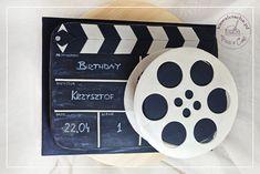 Tort urodzinowy dla filmowca klaps i taśma filmowa,  więcej na www.pieceacake.pl