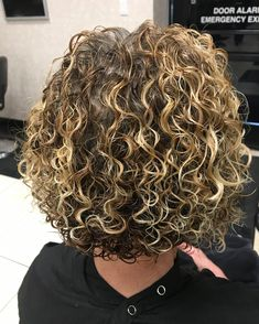 52 Sexy Long Bob Hairstyles You Should Try - Hairstyles Trends Curly Perm, Curly Hair Cuts, Short Curly Hair, Short Hair Cuts, Curly Hair Styles, Perms For Short Hair, Bob Perm, Medium Curly, Curly Bob Hairstyles
