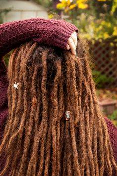 I really love the look of dreads and sweaters together. Yeeeeay sweater season is here! Dreadlock Hairstyles, Cool Hairstyles, Dreadlock Wig, Dreads Girl, Red Dreads, Short Dreads, Natural Dreads, Beautiful Dreadlocks, Dreadlock Extensions