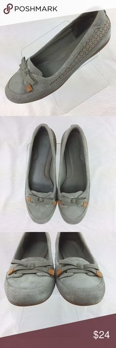 Timberland Gray Earthkeepers Bow Laser Cut Flats This listing is for one pair of Timberland Earthkeepers Women's Shoes. - Gray Leather Upper with ribbon bow. - Laser cut panel on each side of shoes. - Laser cut panel is lined. - Approximately half inch heel. - Size 7.5 M. - Rubber sole. - Great pre-owned condition. Please examine pictures carefully for any damage or wear. Acrylic box and ruler in pictures not included. Feel free to message me with any questions. Thank you for your…
