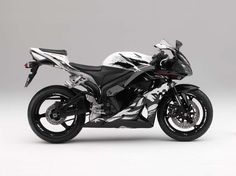CBR 600 RR 2010 - Limited Edition EUA, this is the bike that I have wanted since it came out, to find out this edition was only sold in the USA.. Finally found one here for sale, I hope to get it by this summer..