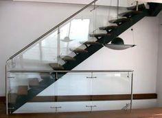 escalera interior en hierro acero inoxidable y madera