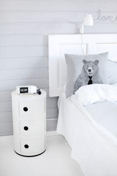 Via Kajsa Richard | White Bedroom | Kartell Componibili