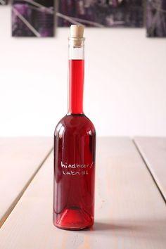 Opskrift på hindbær-lakridssnaps Vodka Shots, Vodka Drinks, Cocktail Drinks, Alcoholic Drinks, Cocktails, Juice Smoothie, Smoothie Drinks, Smoothies, Infused Vodka
