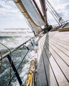 Jaaa!! Ook wij zijn online en hierbij onze trotse eerste instagram post! Met wie zou jij wel een heerlijk weekend willen zeilen? --- Yeah we are online! Welcome to our very first proud instagram post. With whom would you like to spend a weekend sailing on one of our klippers?  #zeilen #sailing #avontuur #adventure #loungeklipper #unite #wandering #chasingthewind #oceanfollower #wind #ocean #waves #allhandsondeck #bedrijfsuitje #weekendjeweg #uitje #zeiluitje #sailingtrip #waddenzee…