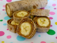 Banana Dog Bites from Weelicious. Add peanut butter, a whole banana, roll up and then slice. Breakfast Desayunos, Breakfast Recipes, Breakfast Ideas, School Breakfast, Breakfast Healthy, Breakfast Quesadilla, Breakfast Smoothies, Breakfast Casserole, Lunch Recipes