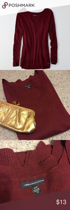 American Eagle summer burgundy V-neck sweater, EUC American Eagle summer burgundy V-neck sweater, EUC American Eagle Outfitters Sweaters V-Necks