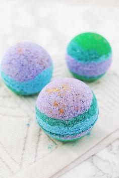 Rainbow & Gold Lustre Bath Bombs | A Beautiful Mess | Bloglovin'
