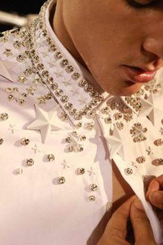 Givenchy Menswear Star Studded Shirt F/W Collection Fashion Details, Diy Fashion, Love Fashion, Fashion Men, Fashion Trends, Studded Shirt, Lesage, Passion For Fashion, Menswear