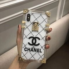Transparent two piece trunk chanel case. Girly Phone Cases, Pretty Iphone Cases, Iphone Phone Cases, Phone Covers, Chanel Phone Case, Louis Vuitton Phone Case, Modelos Iphone, Accessoires Iphone, Coque Iphone 6