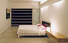 O projeto do arquiteto Paulo Mendes da Rocha é um exemplo de que dá para ousar na decoração e obter um efeito sensacional. No chão do quarto, ele optou por utilizar ladrilhos - mais comuns em cozinhas e banheiros