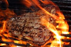 If You Want Your Steak To Taste Wonderful After Cooking It Then This Simple And Amazing Method Is For You! Many of us have been enjoying steak for years. Grilling The Perfect Steak, Bbq Grill, Camping Grill, Barbecue, Grilling Tips, Grilling Recipes, Carne Asada, Beef Filet, Burnt Food