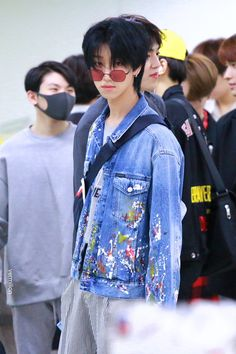 I honestly live for minghao with black hair