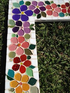 Trabalhos em Mosaico: Espelho Floral Stone Mosaic, Mosaic Glass, Glass Art, Mosaic Garden Art, Mosaic Flower Pots, Mosaic Tray, Mirror Mosaic, Mosaic Crafts, Mosaic Projects