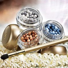 Giordani Gold Eye Pearls  Wonderful mix of satin and pearls for a stunning reflective, pearly finish. Each color combination creates a perfect balance. The darker shades give a subtle color and lighter pearls offer you a beautiful shine. 3 g  color Choices are  Smoky Quartz -Code 26314  Crystal Sapphire   Earthy Agate