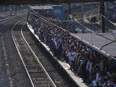Plataforma lotada na estação de trem de São Cristóvão  - Foto de Ale Silva…