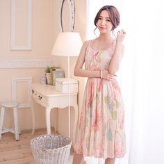 優雅印花連身長洋裝  Lady's floral dress.
