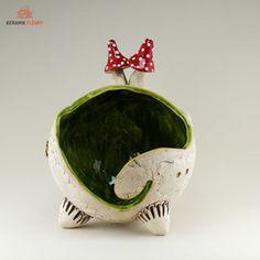 Keramik Garnschalen sind ideale Helfer bei der Handarbeit wie Stricken und Häckeln. Die Wolle bleibt im Häuschen und die Arbeit geht leicht von der Hand.