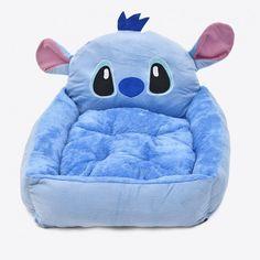 Preciosa Cama para mascotas de Stitch  Este preciosidad de cama mide 60x50cms y es apta para animales pequeños  ¡No dejes a tu mascota sin esta cómoda cama donde podrá descansar acompañado de Stitch!
