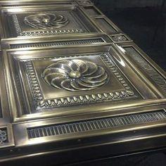 Какое волнующее чувство, когда всё готово! И впереди монтаж, а сил уже нет , а на следующий день последний рывок! Всё ли будет удачно и как запланировано ? Все ли посадочные отверстия совпадут? Понравится ли клиенту? ...... #artmetallab #metalart #metaldesign #workshop #mywork #myproject #door #brass #luxury #luxurylife #custommade #custom #exterior #door #моипроекты #роскошь #двери #красота #moscow #москва