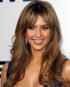 Jessica Alba Hair Styles Jessica Alba is one of the popular celebrity in the world. Jessica Alba popularity is not for her acting as well . Curly Hair With Bangs, Hairstyles With Bangs, Curly Hair Styles, Cool Hairstyles, Layered Hairstyles, Long Bangs, Jessica Alba Hairstyles, Heavy Bangs, Bangs Hairstyle