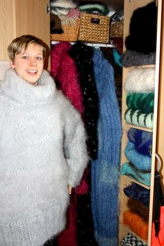 I love the clean and classy look of a woman wearing an angora garment. Fluffy Sweater, Angora Sweater, Sweater Outfits, Men Sweater, Gros Pull Mohair, How To Look Classy, Catsuit, Wool Sweaters, Sweater Weather