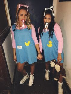 Diy halloween costumes 508132770458026061 - The 30 BEST Halloween Best Friend Costumes – Hairs Out of Place Source by lizmsotelo Cute Group Halloween Costumes, Best Friend Halloween Costumes, Twin Halloween, Cute Costumes, Halloween Outfits, Costumes For Women, Costume Ideas, Vsco Girl Halloween Costume, Disney Group Costumes
