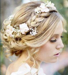 ルーズな後れ毛がフェミニンな低め編み込みアップ♡ Aライン・プリンセスドレスに合う編み込みヘアの髪型まとめ。ウェディング参考用。