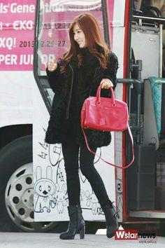 Tiffany- SAINT LAURENT CLASSIC DUFFLE BAG