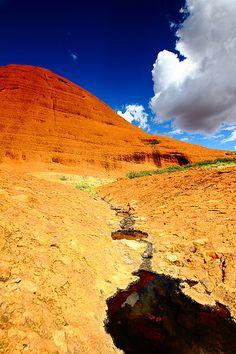 Kata Tjuta Uluru Australia See where this picture was taken. Australia Funny, Australia Day, Australia Travel, Tasmania, Australian Desert, Australian Art, Alice Springs Australia, Beautiful World, Beautiful Places