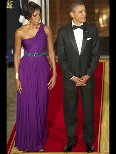 Barack and Michelle Obama wait to receive visiting South Korean President Lee Myung-bak and his wife Kim Yoon-ok in Michelle E Barack Obama, Barack Obama Family, Michelle Obama Fashion, Obamas Family, Michelle Obama Photos, Joe Biden, Vanity Fair, First Black President, Korean President