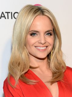 Pin for Later: 30 Celebrity Lob Looks to Inspire Your Spring Haircut Mena Suvari To get the perfect waves on a longer lob like Mena Suvari's, keep the curls just below the ears.