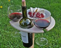 This stunning handcrafted wine folding stand is a will need to have for all wine lovers. It has loads of room for a bottle of wine, two glasses and a plate of your favourite Table Picnic, Beer Table, Outdoor Picnic Tables, Gifts For Beer Lovers, Gift For Lover, Wine Lover Gifts, Brunch Mesa, Sofa Bar, Wein Parties