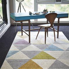 40 Gorgeous Living Room Design with Geometric Rug Texture Cozy Living Rooms, Living Room Carpet, Modern Flooring, Furniture Placement, Geometric Rug, Geometric Designs, Vintage Interiors, Modern Area Rugs, Bedroom Flooring