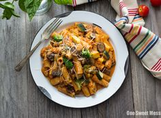 Roasted Marinara Pasta Primavera : Sautéed farmers' market veggies get tossed with perfectly cooked pasta and a generous helping of roasted marinara sauce. Pasta Primavera, Marinara Sauce, Winter Warmers, Stuffed Green Peppers, How To Cook Pasta, Farmers Market, A Food, Food Processor Recipes, Roast