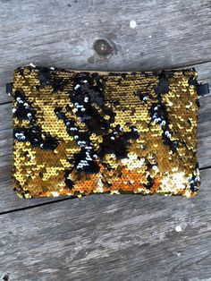 Glam Sequin Clutch (Gold) n