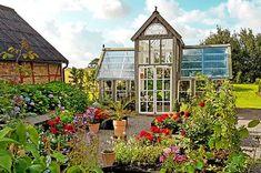 Vindskydd terrass Diy Pergola, Porch Garden, Home And Garden, Old Windows, Atrium, Conservatory, Yard Art, Diy Furniture, Diy And Crafts