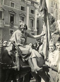 Manifestació popular a la plaça de Sant Jaume, 15 d'abril de 1931