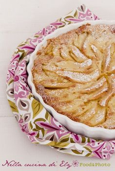 Pear Cake with cream Italian Desserts, Fun Desserts, Italian Recipes, Sweet Recipes, Cake Recipes, Pear Cake, Sweet Bread, Bakery, Good Food