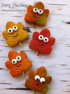 leaf cookies, harvest party ideas, fall cookies, autumn cookies how to Galletas Cookies, Cute Cookies, Sweet Cookies, Sugar Cookies, Holiday Treats, Halloween Treats, Halloween Kids, Macaroons, Cake Pops