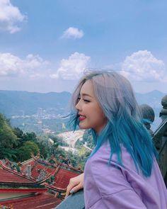 Pony park hye min make up ☁☁ Blonde And Blue Hair, Korean Girl, Asian Girl, Pelo Multicolor, Pony Makeup, Ulzzang Hair, Hair Color Streaks, Multicolored Hair, Uzzlang Girl
