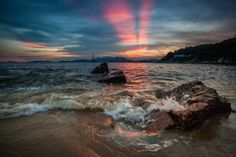 A gorgeous sunrise on a beach of Lamma Island, #HongKong, is worth the early awakening.
