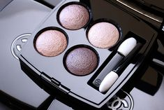 Chanel Quadra Les 4 Ombres Eyeshadow in Tissé Rivoli -  Golden taupe, light rosy beige, rose gold beige and reddish brown