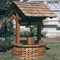 View a Larger Image of Woodworking Project Paper Plan to Build Wishing Well Wishing Well Garden, Wishing Well Plans, Easy Wood Projects, Backyard Projects, Outdoor Projects, Octagon Picnic Table, Pump House, Pergola Plans, Pergola Ideas