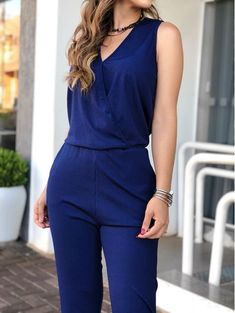 Macacao-Longo-Samira Classic Work Outfits, Casual Outfits, Fashion Pants, Fashion Dresses, Western Dresses For Girl, Long Skirt Outfits, Indian Designer Outfits, Jumpsuit Dress, Romper