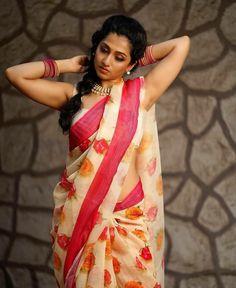 Beautiful Girl Indian, Beautiful Saree, Beautiful Roses, Indian Beauty Saree, Indian Sarees, Tamil Saree, Saree Gown, Saree Models, Sexy Wife