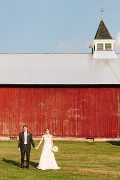 Photography by hendricksonphotographyweddings.com  Read more - http://www.stylemepretty.com/2012/10/22/vermont-farm-wedding-from-hendrickson-photography-weddings/