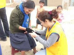 Trujillo Armonía Lions Club (Peru) |Lions distributed scarves and gloves to the elderly on International Day of Older Persons
