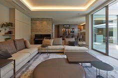 Morden House, Garage House, Outdoor Furniture Sets, Outdoor Decor, Japanese House, Modern House Design, Living Room Interior, House Plans, New Homes